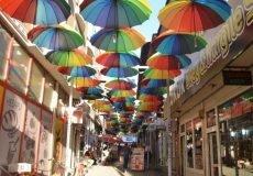 Şemsiyeli Sokak Gezisi